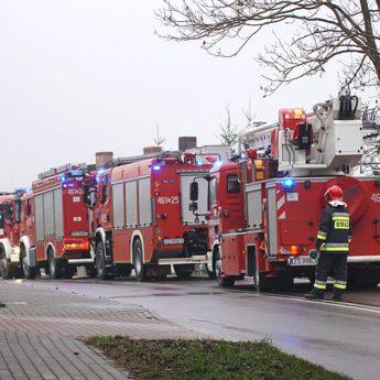 Pożar budynku gospodarczego w Golczewie. Na miejscu pięć zastępów straży