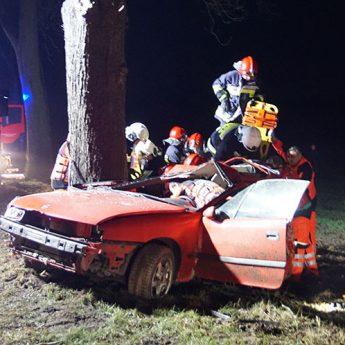 Tragiczny finał wypadku pod Kamieniem. 18-letnia pasażerka Opla nie żyje