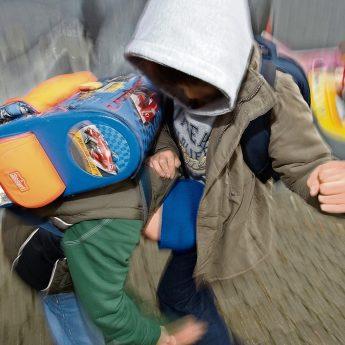 """Nauczyciele bierni na przemoc? Czytelniczka: """"Mój syn boi się chodzić do szkoły"""""""