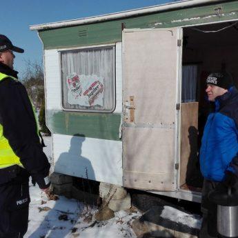 """Policja i OPS sprawdzają miejsca przebywania bezdomnych. """"Pomóż nam dotrzeć do potrzebujących"""""""