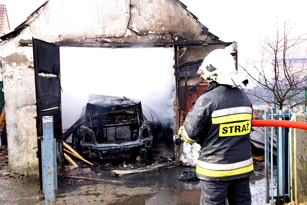 W Wolinie Spłonął Garaż Z Samochodem W środku Zdjęcia Film
