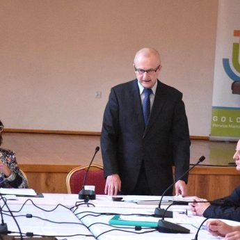 Burmistrz Golczewa z absolutorium. Andrzej Danieluk znów nieobecny [FILM]