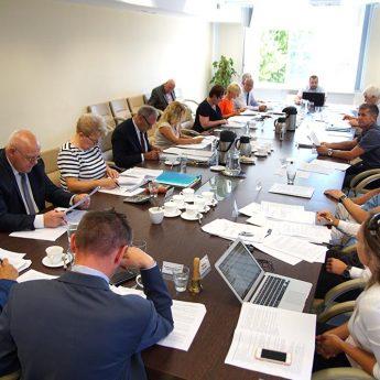 Radni powiatu złożyli oświadczenia majątkowe. Zaglądamy do ich kieszeni