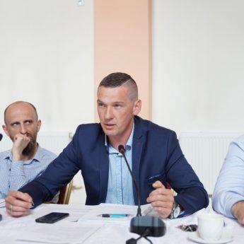 """Burmistrz pozyskał środki od sponsora dla Wysokiej Kamieńskiej? Radny oburzony: """"Dlaczego pisze się nieprawdę"""""""