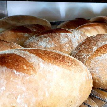 Piekarnia Wiesława Żelka dostarczy chleb strażakom gaszącym pożary lasów w Szwecji