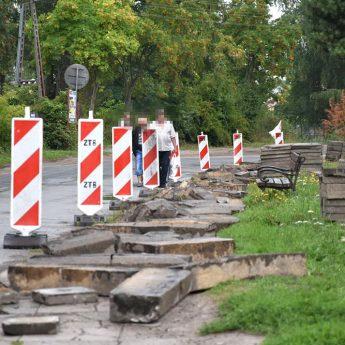 W Kamieniu Pomorskim trwa przebudowa kolejnego chodnika