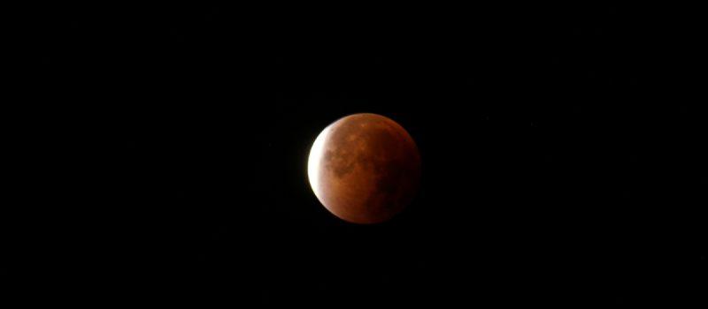Najdłuższe od 100 lat zaćmienie księżyca już za tydzień!