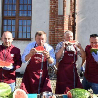 Mamy rekord Polski! W Kamieniu Pomorskim zjedzono 800 kilogramów arbuzów!