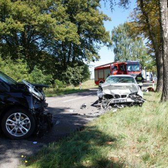 Czołowe zderzenie BMW z Fordem. Pięć osób poszkodowanych, droga zablokowana!