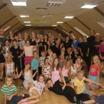 Zgrupowanie taneczne Tanecznego Klubu Sportowego Jantar z Wolina i Międzyzdrojów