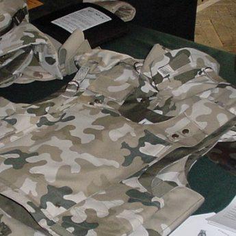 Wojskowe buty, mundury, płaszcze, kożuchy. Agencja Mienia Wojskowego sprzedaje asportyment