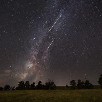 Perseidy - spójrz w niebo na spadające gwiazdy!