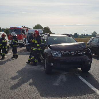 Zderzenie trzech aut na krajowej trójce. Jedna osoba poszkodowana