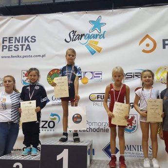 Zapaśnicy z medalami Mistrzostw Polski Szkół