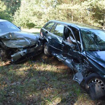 Zderzenie dwóch aut BMW pod Jatkami
