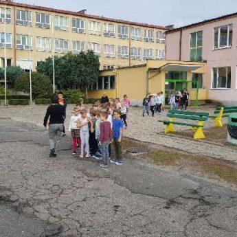 Próbne ewakuacje w szkołach podstawowych w powiecie