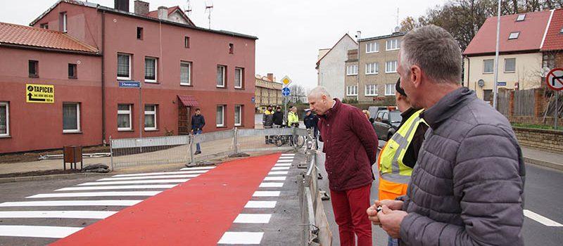Zmodernizowane ulice w Kamieniu Pomorskim po odbiorze. Dziś oficjalnie otwarcie ruchu [FILM]