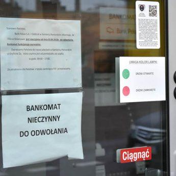 """Czytelniczka: """"Najpierw zamknęli filię banku, teraz do bankomatu każą jeździć do Kamienia!"""""""