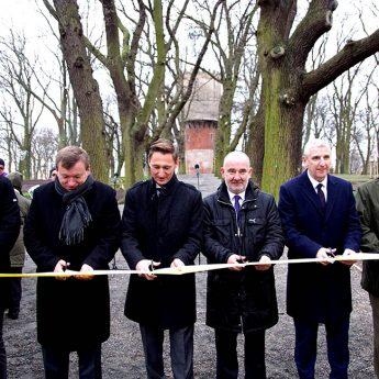 """Park im. Jana Pawła II oficjalnie otwarty. Marszałek Geblewicz: """"Chcemy żeby Kamień odzyskiwał swój blask"""""""