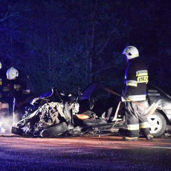 Wypadek na drodze krajowej nr 3. Peugeot zderzył się z Mercedesem