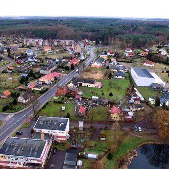 Firma ze Szczecina zmodernizuje drogę gminną w kierunku boiska sportowego w Świerznie