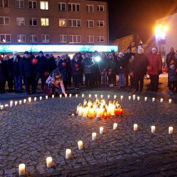 Kamień Pomorski #muremzaowsiakiem w hołdzie Prezydentowi Adamowiczowi! [Film]