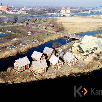 Wioska Słowian i Wikingów bogatsza o kolejne chaty! [Zdjęcia]