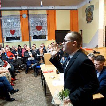 Gorące wybory sołeckie w Dargobądzu! Agitacja radnego i rękoczyny w tle! [FILM]