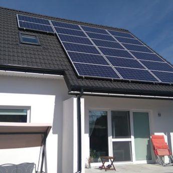 Ulgi w podatkach na instalacje fotowoltaiczne. Panele słoneczne coraz bardziej popularne [FILM]