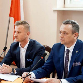 """Czy Spółdzielnia sprzeda plac zabaw w Stuchowie? Ligenza: """"To szantaż wobec gminy"""""""