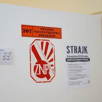 ZNP zawiesza strajk. Uczniowie wracają do szkół od poniedziałku