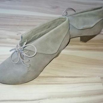 Mam do sprzedania buty na lekkim obcasie
