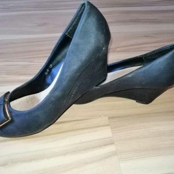 Mam do sprzedania buty na lekkiej podstawie