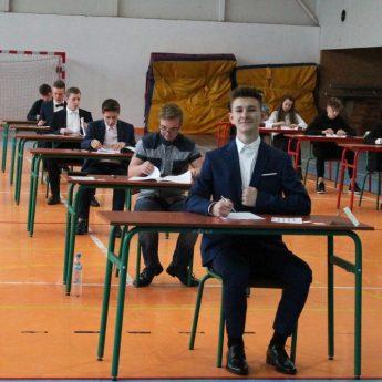 Trzecioklasiści z Gimnazjum w Świerznie przystąpili do egzaminów