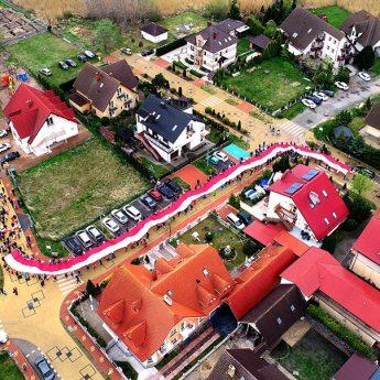 Narodowo i patriotycznie w Międzywodziu! 100 - metrowa flaga przeniesiona ulicami miasta!