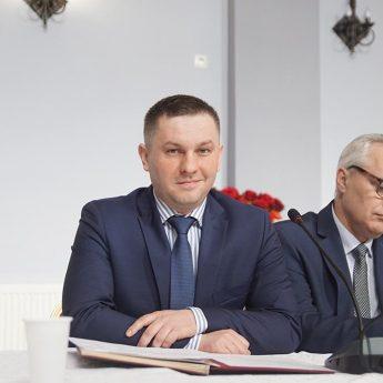 Burmistrz Zieliński o zmniejszeniu długu, dodatkowych środkach dla szkół i wymianie oświetlenia