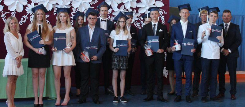 Ostatni absolwenci Gimnazjum w Świerznie zakończyli rok szkolny