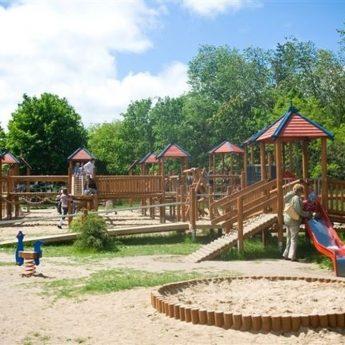 Urzędnicy wyjaśniają kwestię placu zabaw w Międzyzdrojach