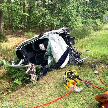 Czołowe zderzenie Skody z Fordem. Cztery osoby poszkodowane