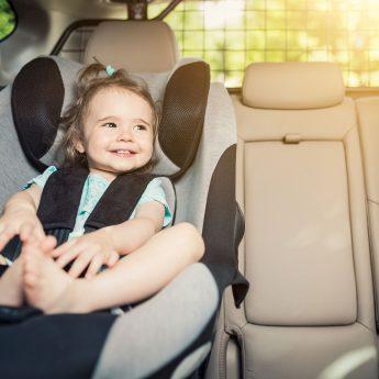 Widzisz dziecko pozostawione w samochodzie podczas upałów? Reaguj!