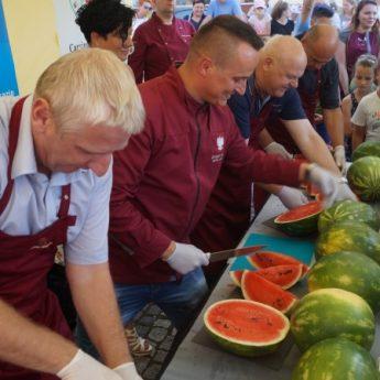 Jest rekord! 900 kg arbuzów zniknęło w niewiele ponad pół godziny!