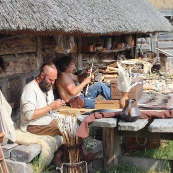 Warsztaty Archeologii Eksperymentalnej w wolińskim Skansenie