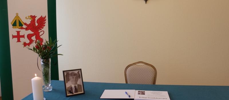 Księga kondolencyjna pamięci Tomasza Szeszyckiego