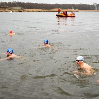 Dziwna Challenge w Wolinie. Zawodnicy rywalizowali w lodowatej wodzie [Zdjęcia, Film]
