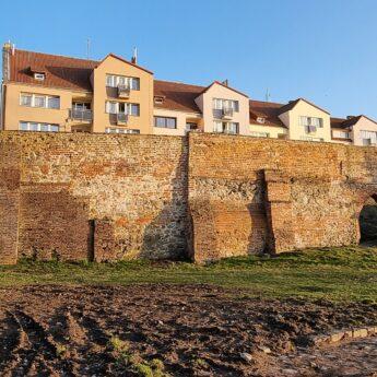 Droga, mury obronne i wodociągi. Gminy Świerzno, Kamień Pomorski i Wolin rekomendowane do dofinansowania!