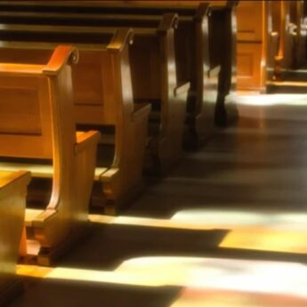 Coraz więcej osób odchodzi z Kościoła. Są wśród nich Mieszkańcy Powiatu Kamieńskiego