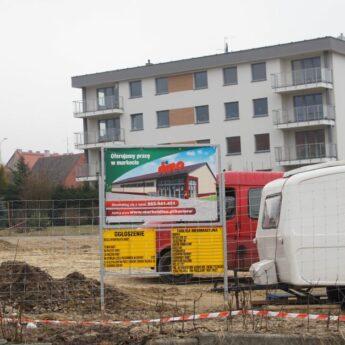 Zmiana organizacji ruchu przy ulicy Niepodległości w Golczewie. Wszystko w związku z budową sklepu Dino