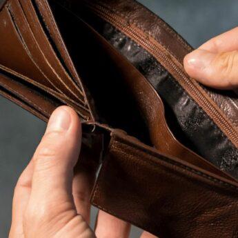 """""""Na wypadek"""" i """"Na policjanta"""". Oszuści próbują wyłudzać pieniądze od starszych osób!"""