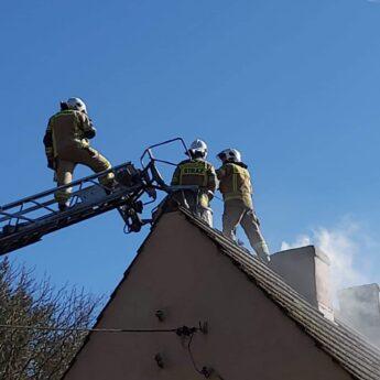 Pożar w Domysłowie. Na miejscu trzy zastępy straży