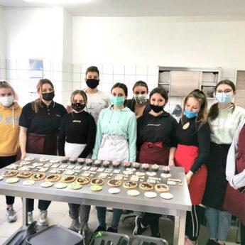 Uczyli się dekorować wyroby cukiernicze pod okiem Wicemistrzyni Europy!